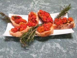 Toasts aux tomates cerises – Pan tostado con tomates cherry