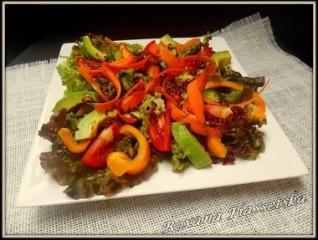 Salade verte composée à la sauce de soja
